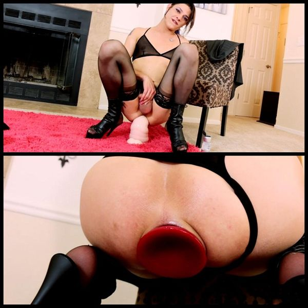 Kimberly Kills – Huge Dildo